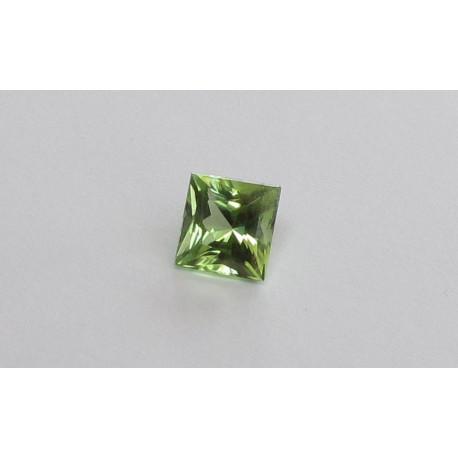 Peridot Quadrat facettiert 2,83 Karat-Edelsteine