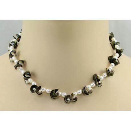 Perlenkette - weiße Süßwasser-Perlen mit Muscheln 42 cm-Perlenketten
