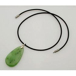 Nephrit Jade Anhänger am Kautschuk-Reif-Edelstein-Anhänger