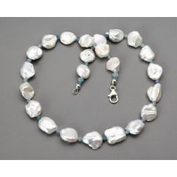 Perlenkette mit Aquamarin - weiße Keshi-Perlen mit kleinen Aquas 43 cm