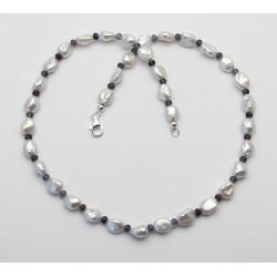 Perlenkette mit Iolith - weiße Keshi Süßwasser-Perlen mit Wassersaphir 47 cm