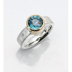 Silber Ring mit Blauem Zirkon rund facettiert in 750er Goldfassung Gr. 56,5-Silberringe